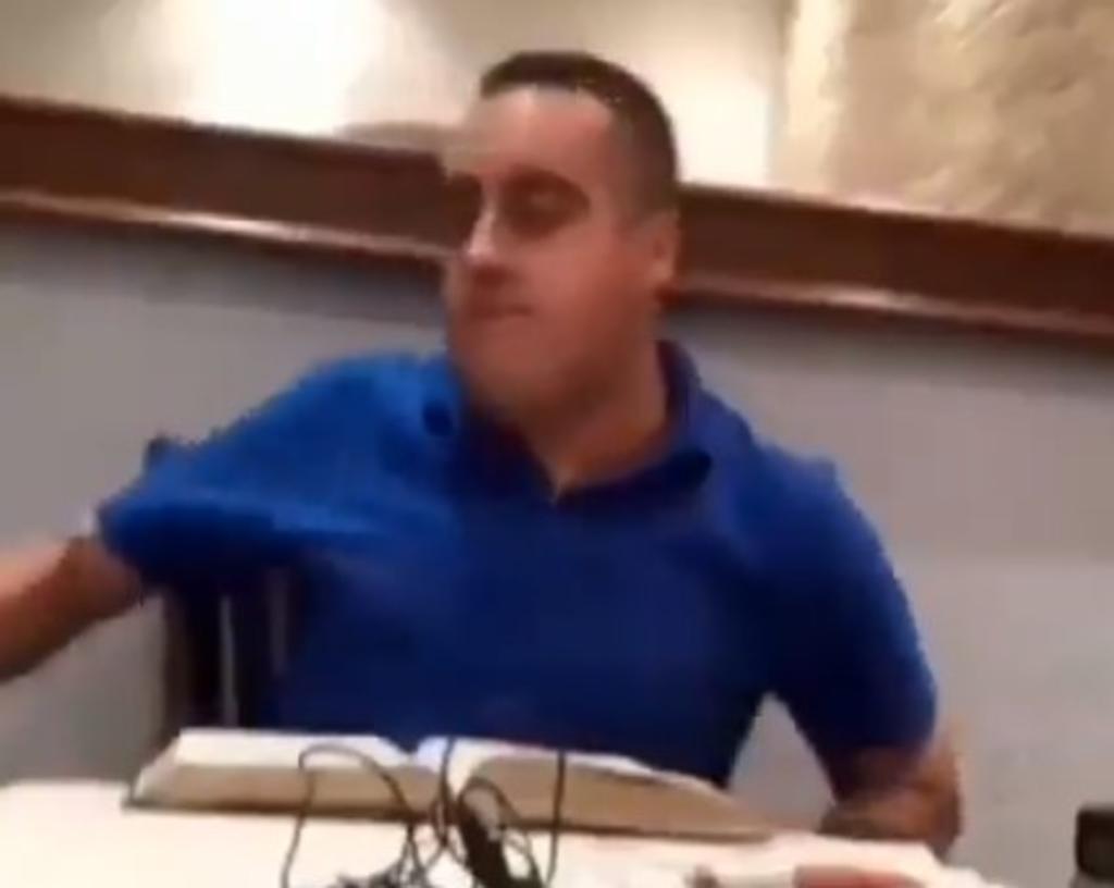 Acepten la paz del señor, dice pastor tras golpear a su esposa en vivo. Noticias en tiempo real