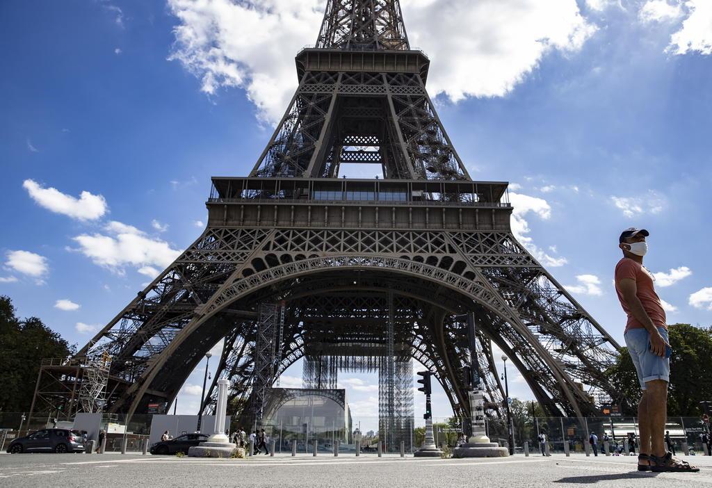 Evacuan la Torre Eiffel por una alerta de bomba. Noticias en tiempo real