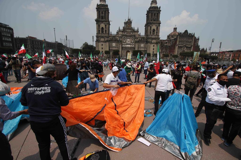 Levanta FRENAAA plantón sobre avenida Juárez y se instala en Zócalo de CDMX. Noticias en tiempo real