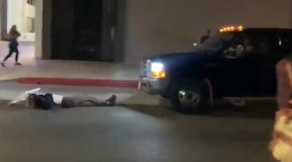 Camioneta embiste a una mujer durante una protesta pacífica. Noticias en tiempo real
