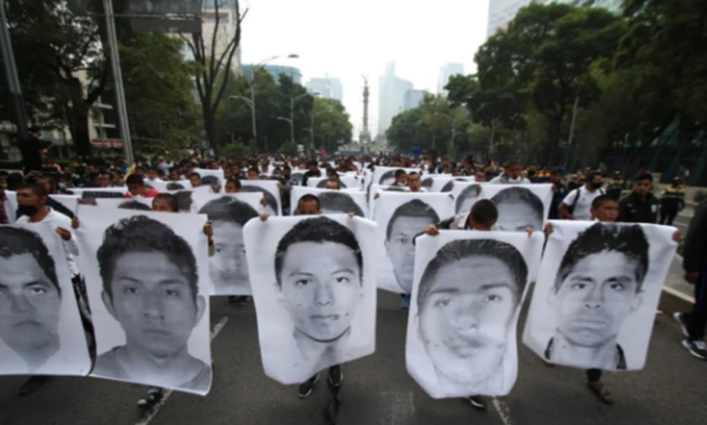 Inicia marcha por sexto aniversario de caso Ayotzinapa. Noticias en tiempo real