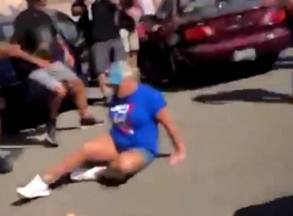 Partidarios de Donald Trump son atropellados por una mujer durante una protesta. Noticias en tiempo real