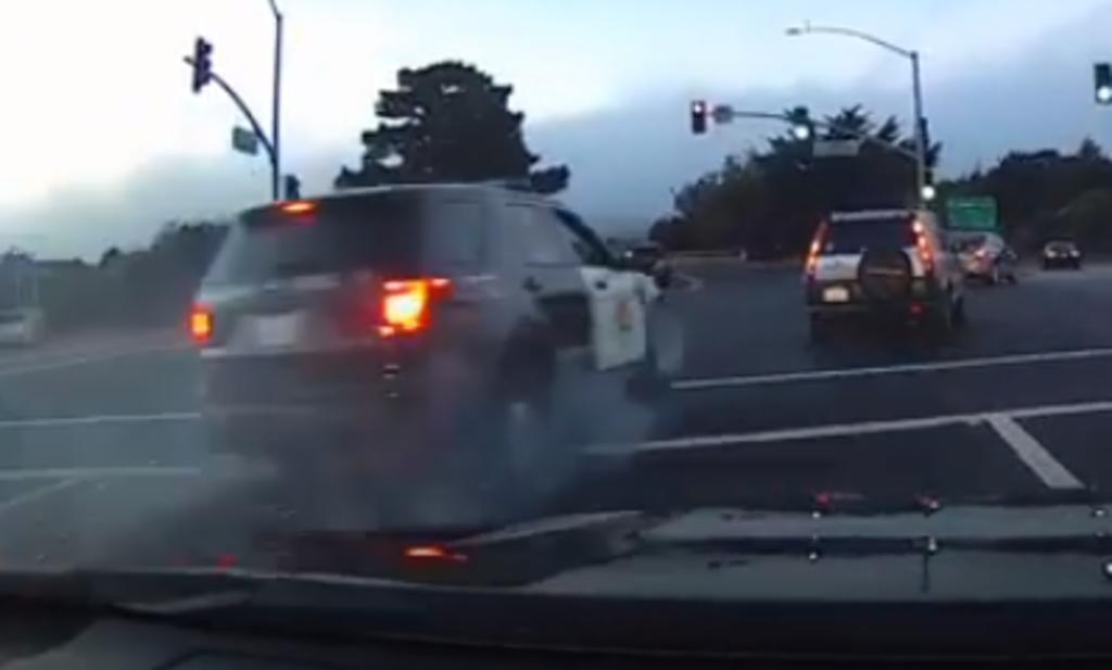 Hombre huye en una patrulla robada y vuelca momentos después. Noticias en tiempo real