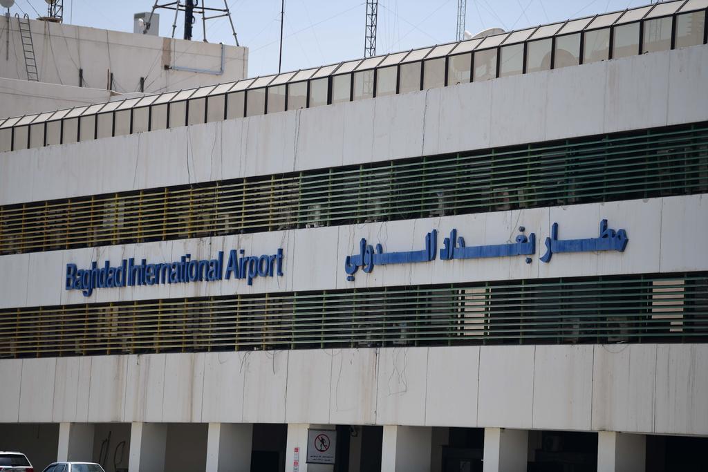 Impacto de un cohete cerca del aeropuerto de Bagdad deja al menos 5 muertos. Noticias en tiempo real