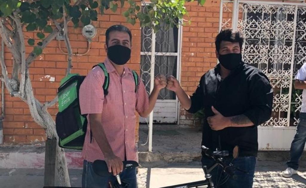 Entregan bicicleta a repartidor de Torreón tras viralizarse en redes sociales. Noticias en tiempo real