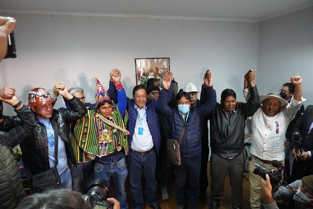 Ebrard felicita al candidato del partido de Evo Morales por triunfo en Bolivia. Noticias en tiempo real