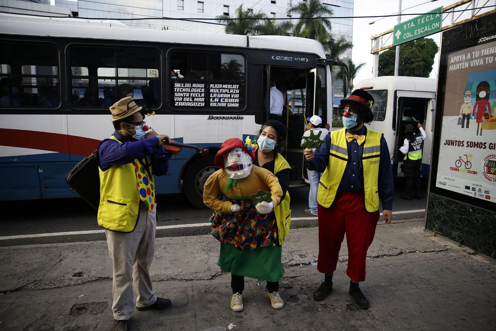 Artistas promueven medidas contra COVID-19 con humor y cantos en El Salvador. Noticias en tiempo real