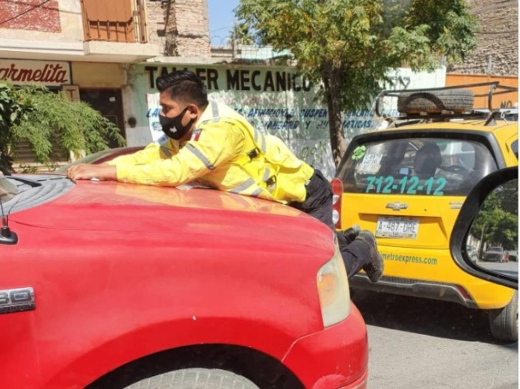 Denunciarán a chofer que impactó a elementro de Tránsito en Torreón. Noticias en tiempo real