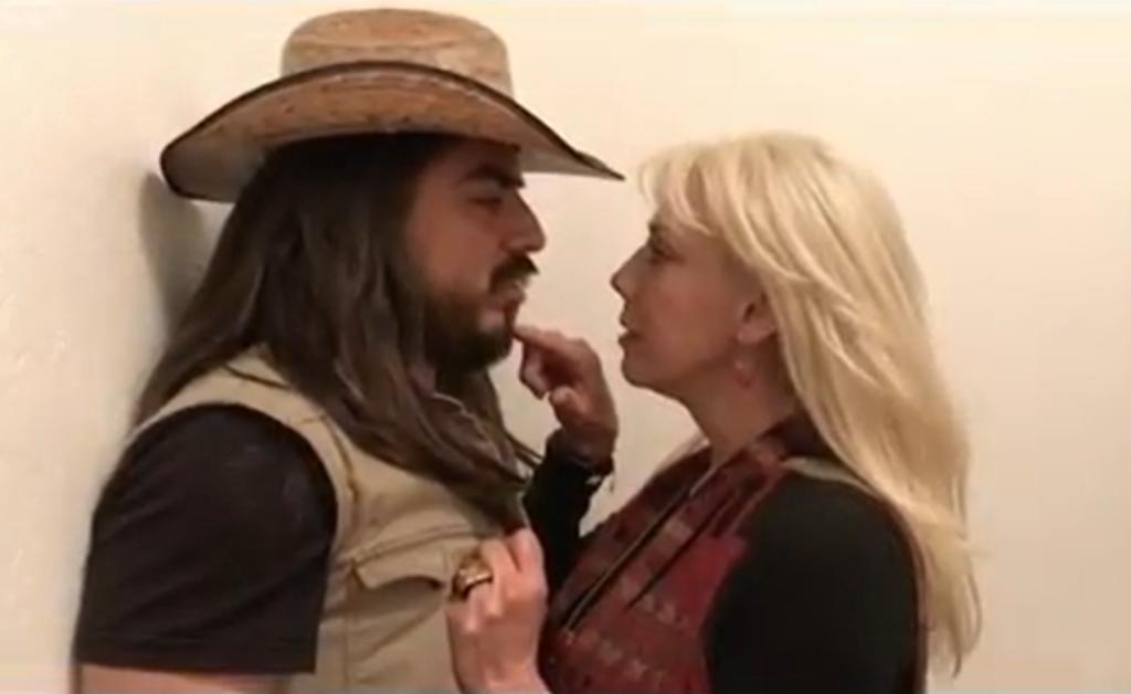 Cynthia Klitbo y el Rey Grupero demuestran su amor desde la cama. Noticias en tiempo real