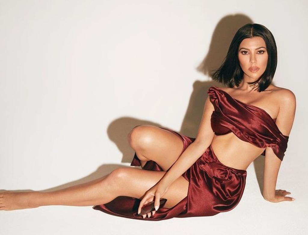 Kourtney Kardashian deja poco a la imaginación con bikini. Noticias en tiempo real