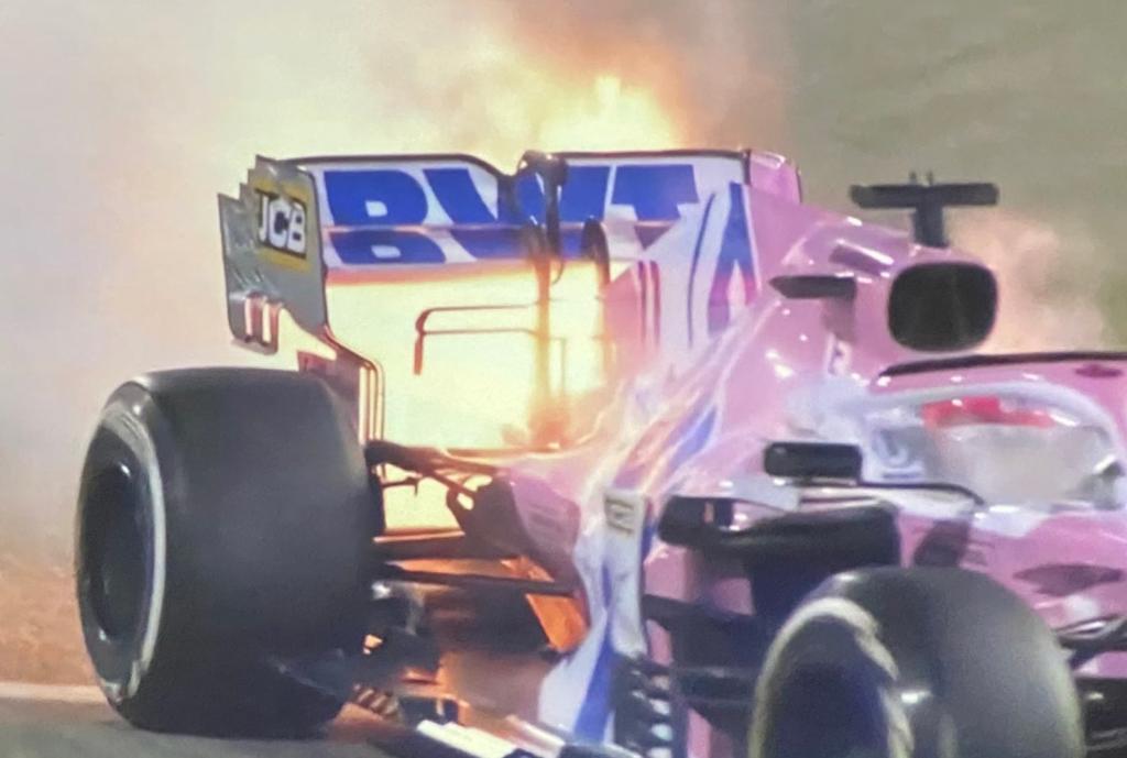 Checo Pérez pierde el podio tras abandonar el Gran Premio de Baréin, su motor se incendió a tres vueltas del final de la carrera