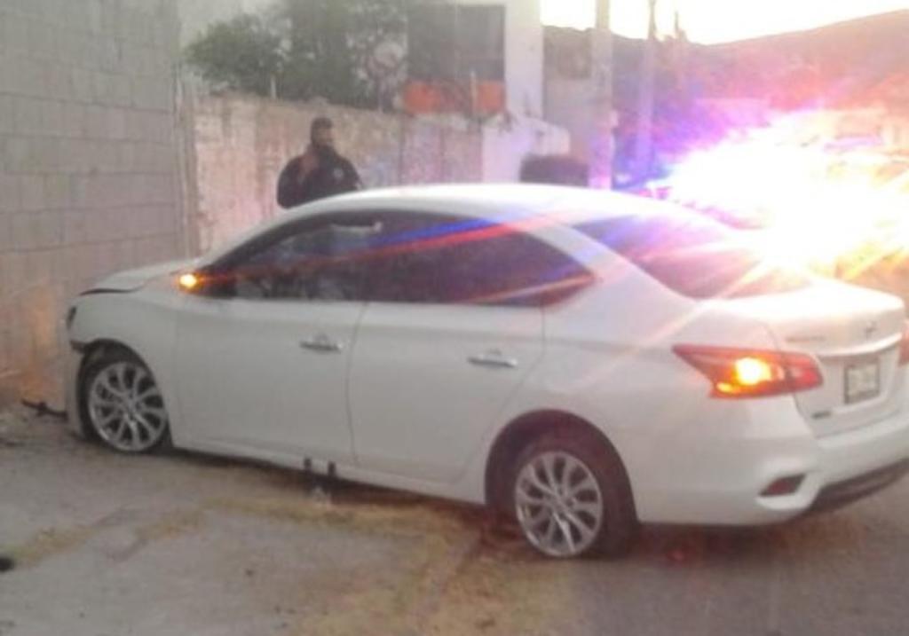 Conductora se impacta contra barda en Gómez Palacio. Noticias en tiempo real
