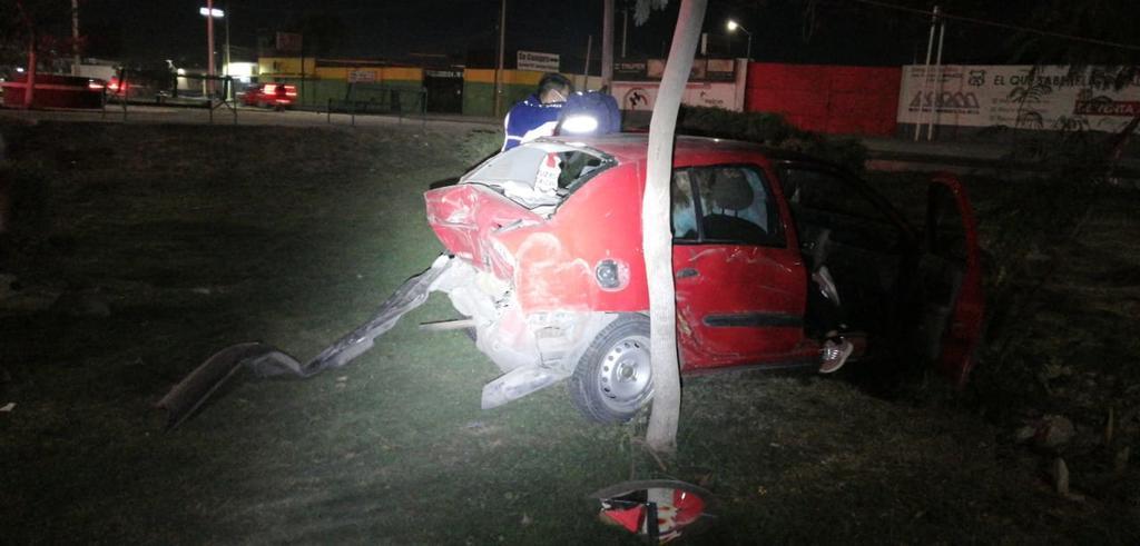 Accidente frente a la Expoferia de Gómez Palacio deja dos lesionados. Noticias en tiempo real