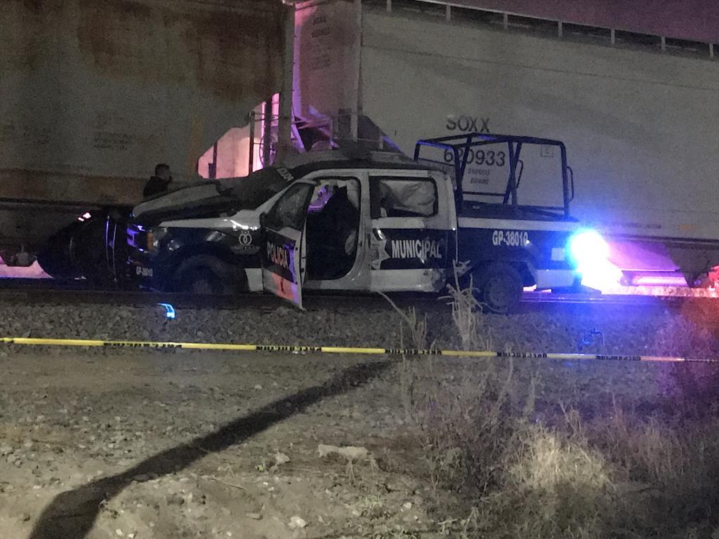 Tren impacta patrulla de Policía de Gómez Palacio; dos elementos pierden la vida. Noticias en tiempo real