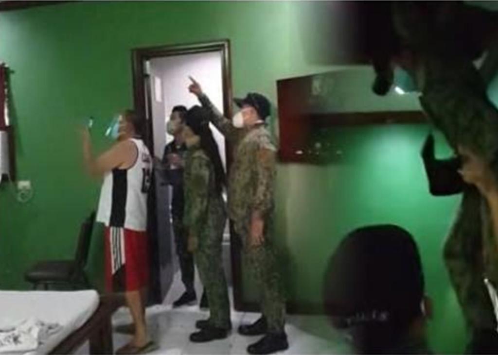 Se esconde en el techo de la habitación de un motel tras descubrirse su  infidelidad, El Siglo de Torreón