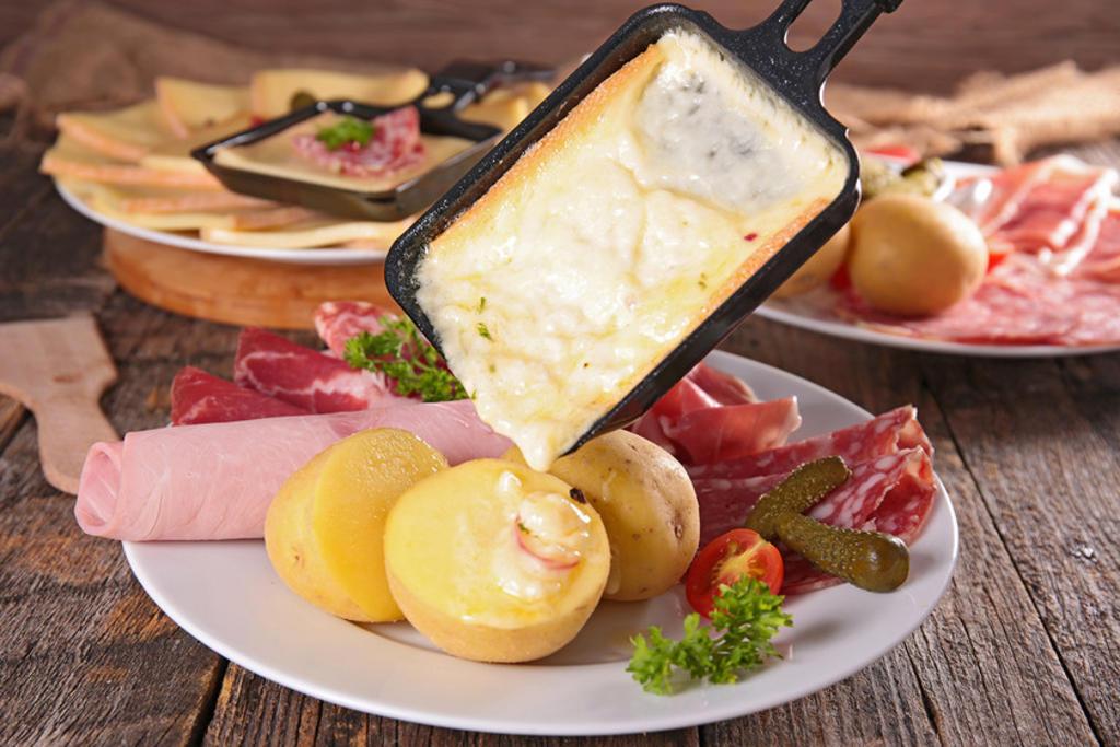 La Raclette, un paraíso para los amantes del queso al estilo suizo. Noticias en tiempo real