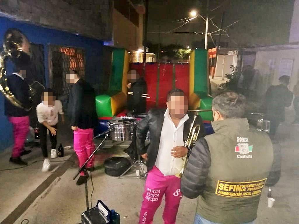 Dispersan fiestas y aplican alcoholímetro en Torreón