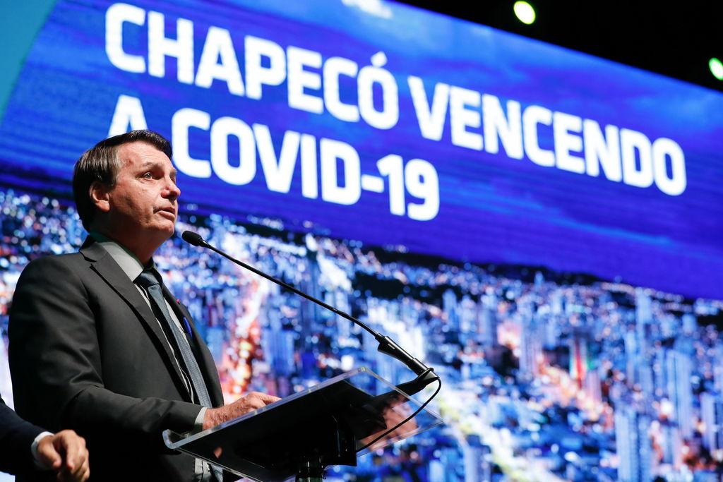 Rechaza Bolsonaro imponer confinamiento contra COVID-19