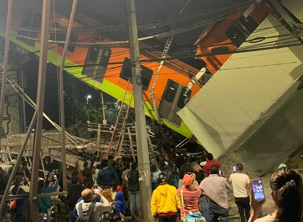 La noche de hoy colapsó la línea 12 del Metro elevado en la Ciudad de México. (TWITTER)