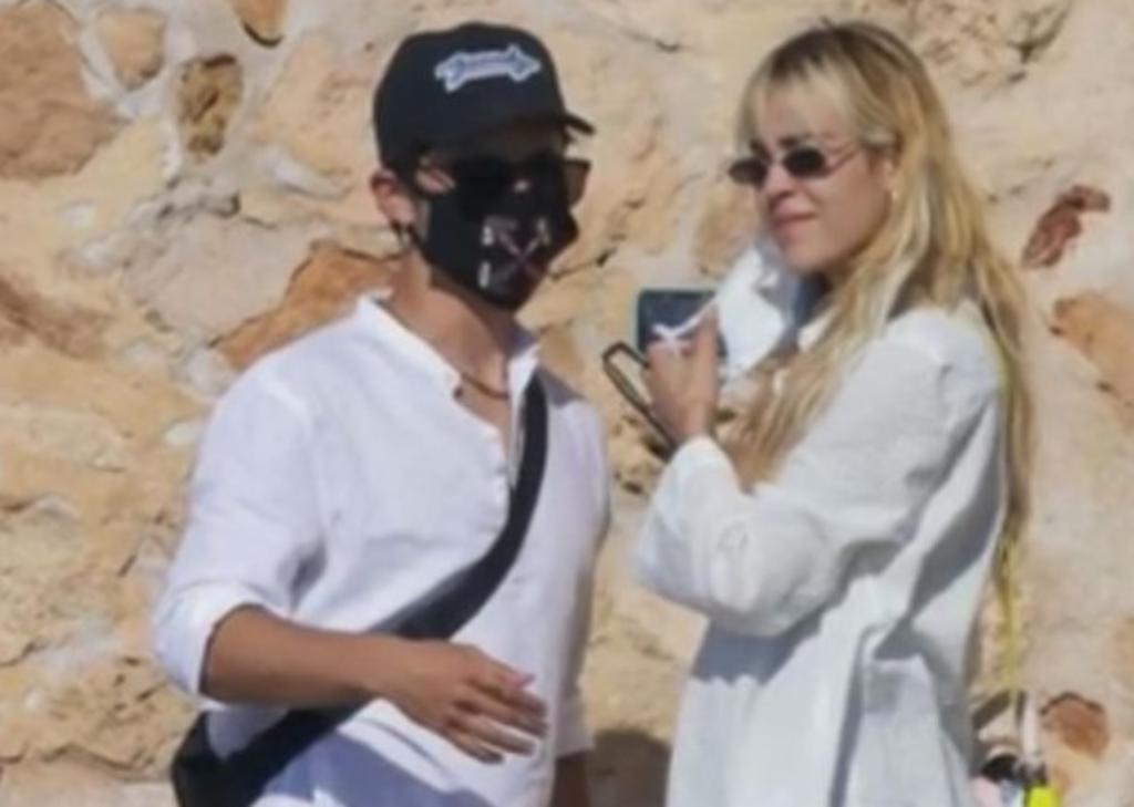Danna Paola y Alex Hoyer se 'destapan' en Ibiza, El Siglo de Torreón