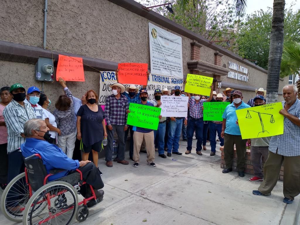 Ejidatarios de Matamoros se manifiestan en Torreón