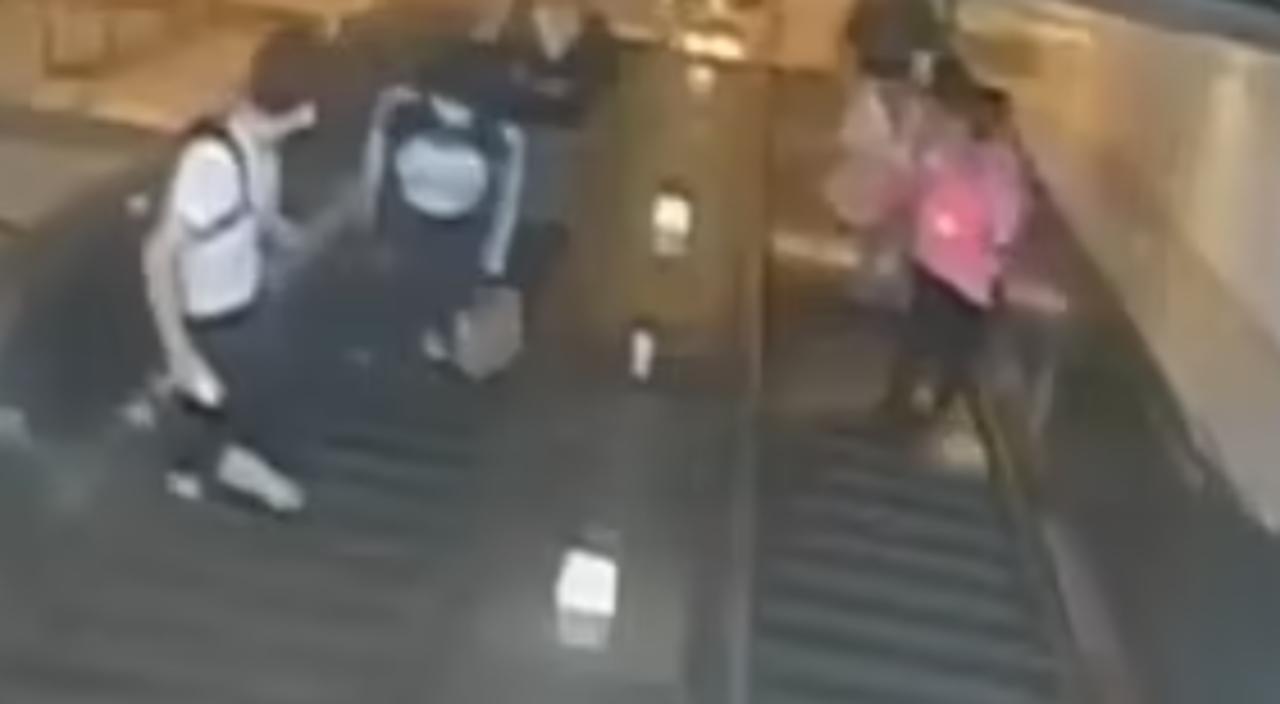 Hombre patea a mujer en el metro de Nueva York, El Siglo de Torreón