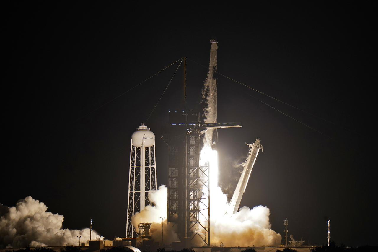 SpaceX manda su primer vuelo espacial privado de 3 días con 4 turistas. Noticias en tiempo real
