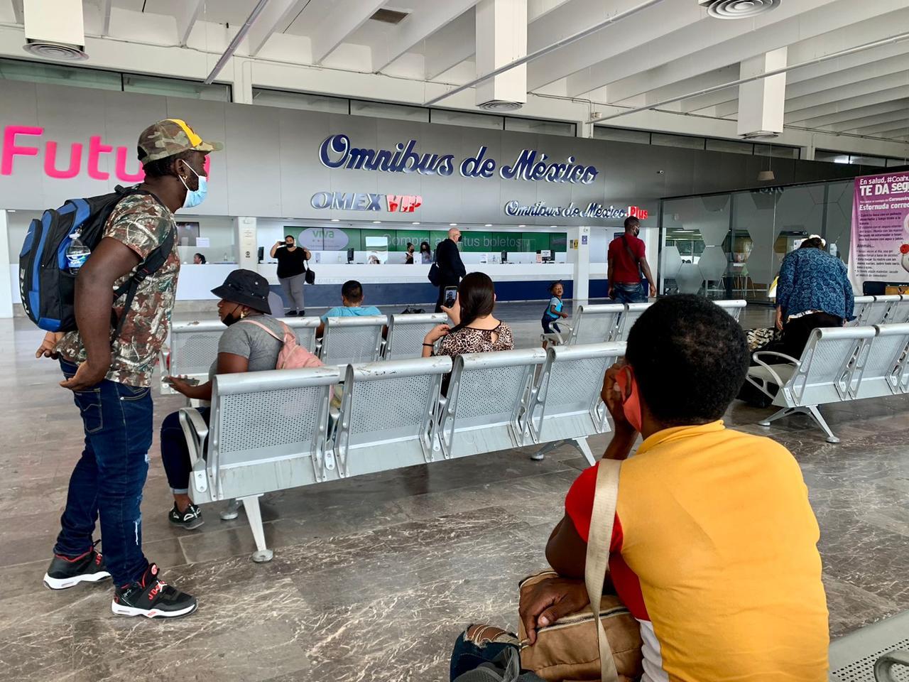 Haitianos están varados en Torreón sin venta de boletos al norte en la Central Camionera. Noticias en tiempo real