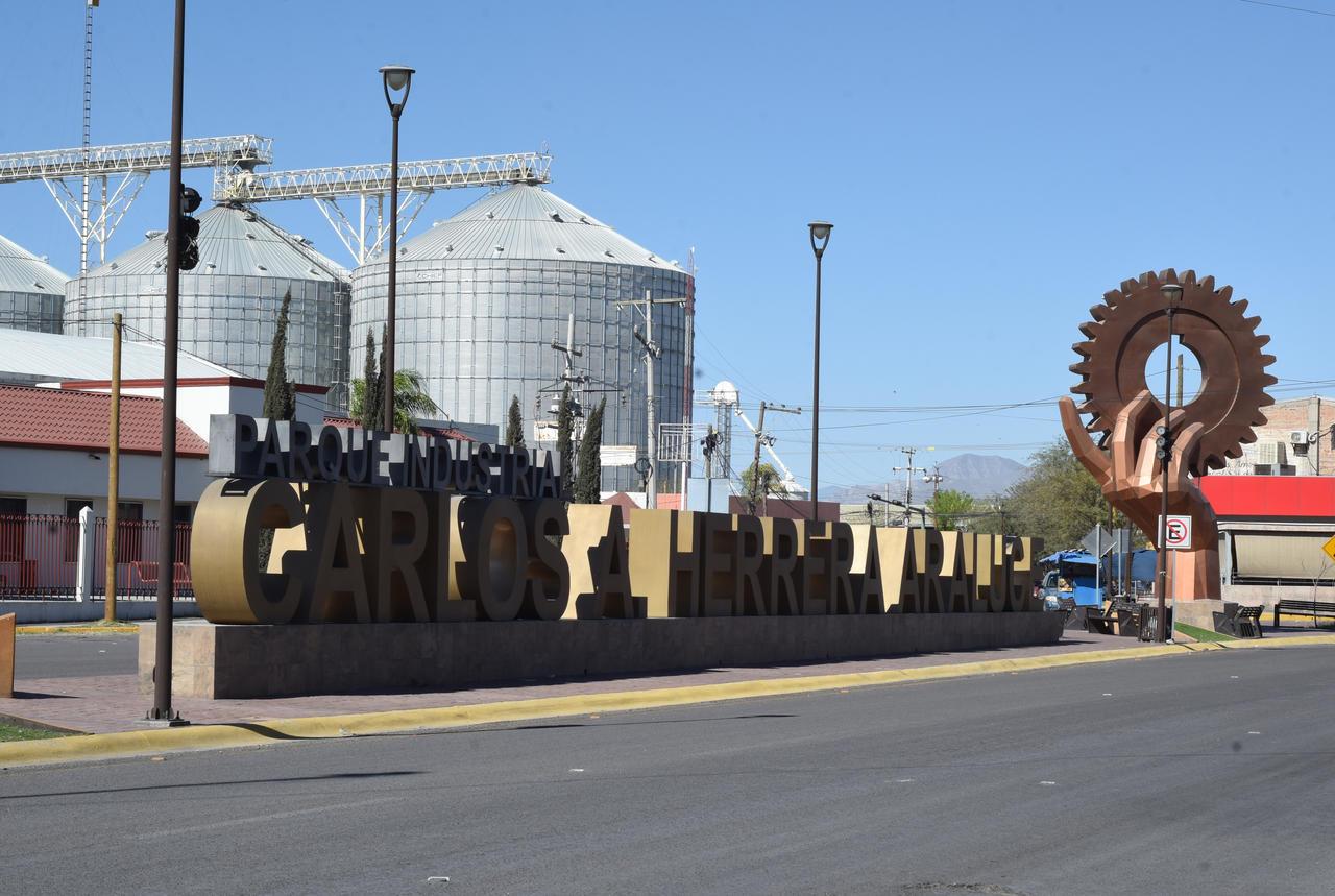 Sujetos se roban accesorios y un auto de empresa ubicada en Parque Industrial de Gómez Palacio. Noticias en tiempo real