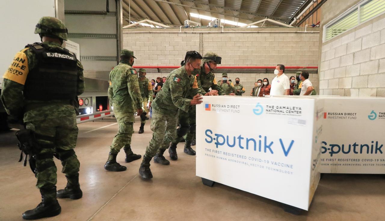 México firma acuerdo para envasar vacuna rusa Sputnik V contra COVID. Noticias en tiempo real
